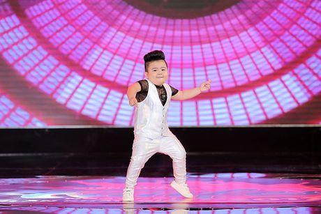 Fandom My Tam phu kin lightstick trong phan bieu dien cua than tuong - Anh 4