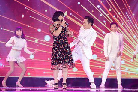 Fandom My Tam phu kin lightstick trong phan bieu dien cua than tuong - Anh 6