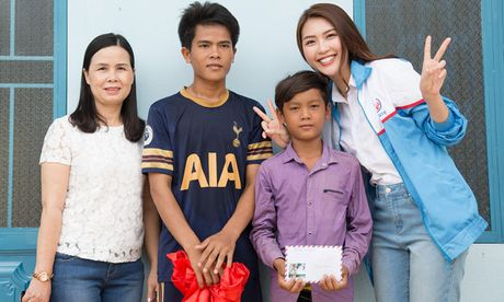 Giua scandal anh 'nong', Tuong Linh The Face di tu thien - Anh 1