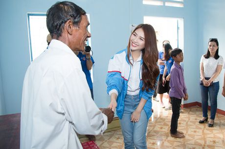 Giua scandal anh 'nong', Tuong Linh The Face di tu thien - Anh 4