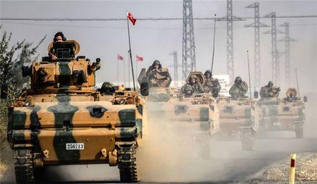 Tho Nhi Ky dieu hang loat phao hang nang cung xe tang toi Syria - Anh 1