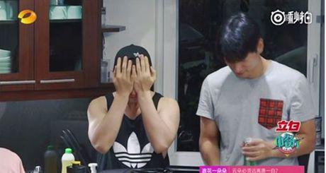 Huynh Hieu Minh roi nuoc mat khi nhac den viec Angela Baby 'mang nang de dau' - Anh 3