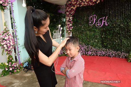 Con trai Le Phuong lon ton xach do cho cha duong Trung Kien - Anh 2