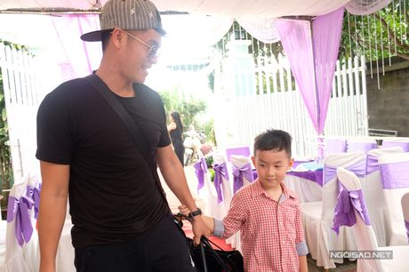 Con trai Le Phuong lon ton xach do cho cha duong Trung Kien - Anh 5