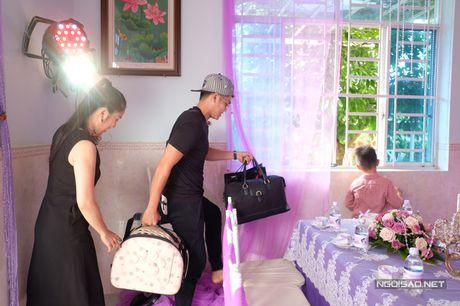 Con trai Le Phuong lon ton xach do cho cha duong Trung Kien - Anh 7