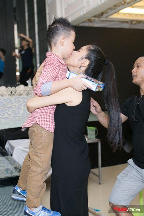 Con trai la so 1, Le Phuong ban ron dam cuoi van khong quen cham soc tung li tung ti - Anh 2