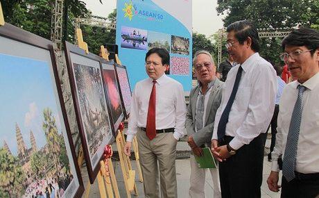 Khai mac Trien lam anh 'Dat nuoc, con nguoi ASEAN' - Anh 5
