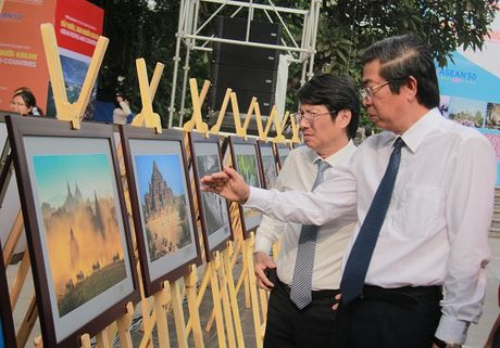 Khai mac Trien lam anh 'Dat nuoc, con nguoi ASEAN' - Anh 6