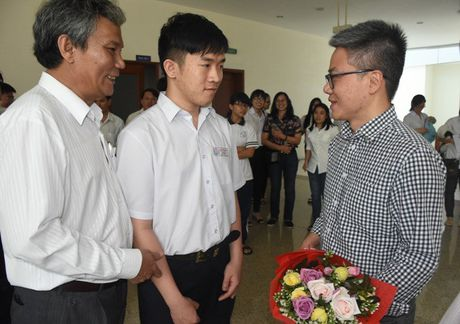 GS Ngo Bao Chau noi chuyen voi HS, SV Ba Ria- Vung Tau - Anh 2