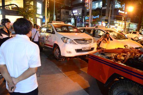 Ong Doan Ngoc Hai lai xuong duong dep via he sau 4 thang nghi - Anh 1
