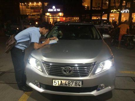 Ong Doan Ngoc Hai bat ngo xuong duong dep via he - Anh 3