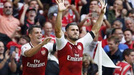 'Xe tang, ke huy diet, Hulk cua Bosnia...', fan Arsenal thi nhau dat biet danh cho tan binh Kolasinac - Anh 1