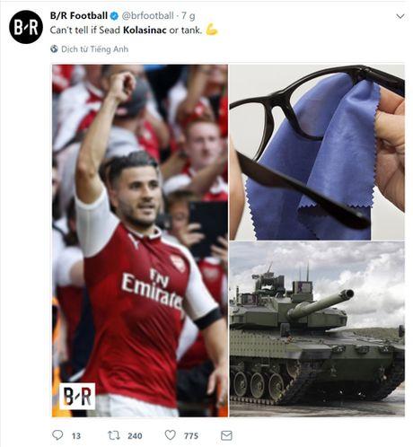 'Xe tang, ke huy diet, Hulk cua Bosnia...', fan Arsenal thi nhau dat biet danh cho tan binh Kolasinac - Anh 3
