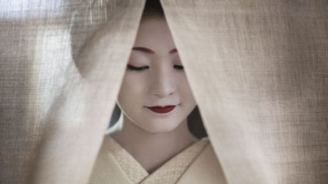 Khoanh khac bi mat cua Maiko: Theo chan hoc vien Geisha Nhat Ban - Anh 1