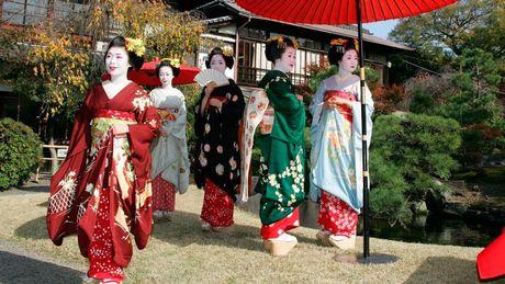 Khoanh khac bi mat cua Maiko: Theo chan hoc vien Geisha Nhat Ban - Anh 2