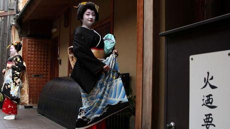 Khoanh khac bi mat cua Maiko: Theo chan hoc vien Geisha Nhat Ban - Anh 4