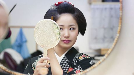 Khoanh khac bi mat cua Maiko: Theo chan hoc vien Geisha Nhat Ban - Anh 7