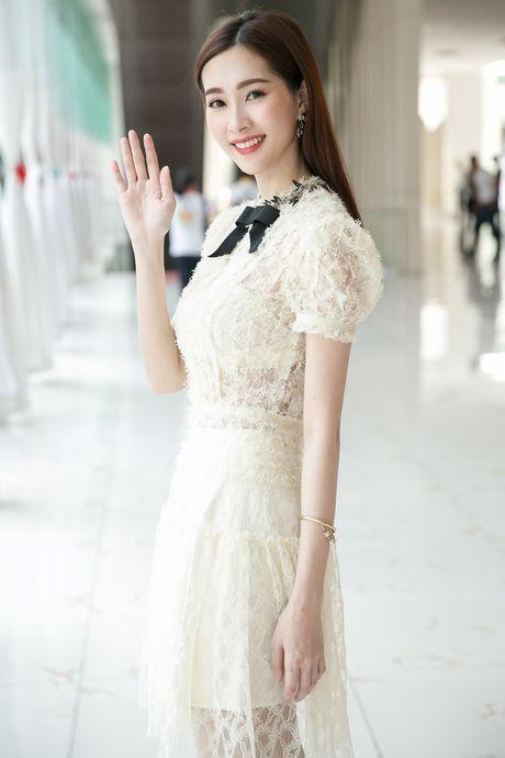 Hoa hau Thu Thao xinh dep nhu nu sinh tai su kien - Anh 5