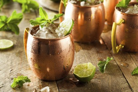 Nguy co ngo doc an sau nhung chiec coc dong dung Moscow Mule - Anh 1