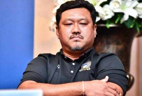 HLV U22 Thai Lan bat an truoc con bao chan thuong - Anh 1