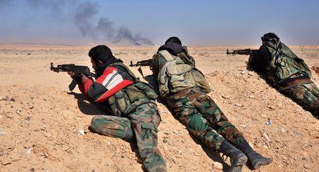Quan doi Syria 'thoi bay' lien luc 80 tay sung IS o Homs - Anh 1