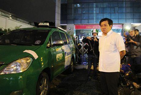 Sieu xe, oto bien do chiem via he Sai Gon bi xu phat - Anh 3