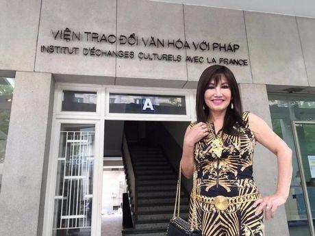 Nu danh ca Thanh Lan tam biet Sai Gon bang ' Tro ve mai nha xua ' - Anh 2