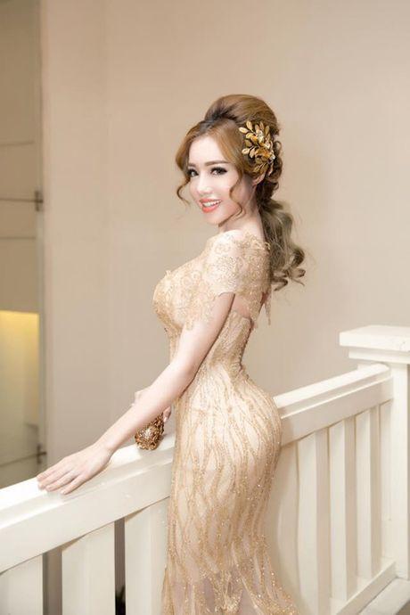 Phi Thanh Van khoe vong 3 khung nhat showbiz Viet nhung Elly Tran cung khong kem canh - Anh 3