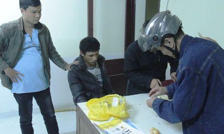 Lam Dong: Bat giu 2 anh em ruot van chuyen chat ma tuy - Anh 1