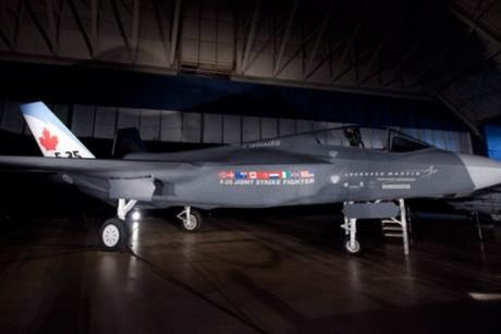 Canada: Lockheed Martin dua ra de xuat moi voi Chinh phu ve may bay tiem kich F-35 - Anh 1