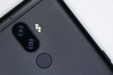 Can canh smartphone camera kep, chip 10 nhan, gia 'mem' - Anh 6