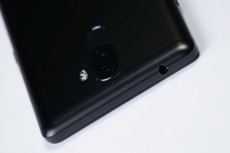 Can canh smartphone camera kep, chip 10 nhan, gia 'mem' - Anh 9