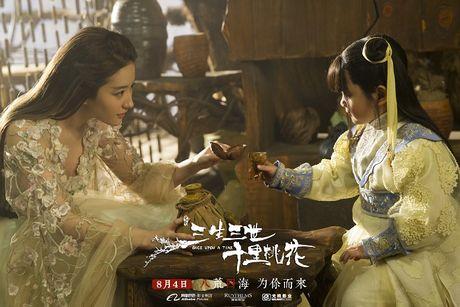 Choang vang xem 'con trai' Luu Diec Phi uong ruou say mem, de thuong het suc - Anh 2