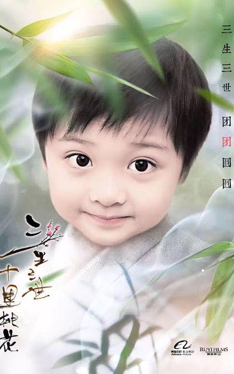 Choang vang xem 'con trai' Luu Diec Phi uong ruou say mem, de thuong het suc - Anh 4