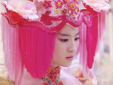 Choang vang xem 'con trai' Luu Diec Phi uong ruou say mem, de thuong het suc - Anh 6
