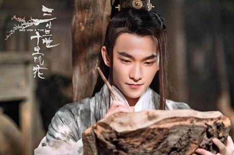 Choang vang xem 'con trai' Luu Diec Phi uong ruou say mem, de thuong het suc - Anh 7