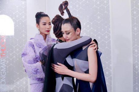 Hoang Thuy gay buc xuc voi dong status moi nhat vi 'loi Lan Khue vao' de noi chuyen cua Phuong Chi - Anh 2