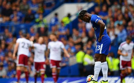 Cham diem Chelsea 2-3 Burnley: 'Nguoi hung' Morata ngam dang nuot cay - Anh 12