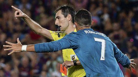Real thang dam: Zidane benh vuc Ronaldo, bao chi 'mang xoi xa' Barca - Anh 3