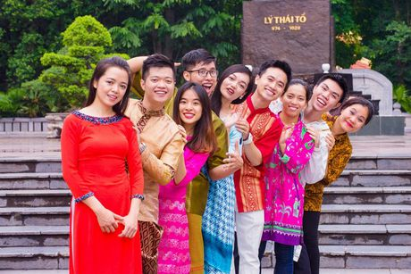 Trai tai, gai sac rang ro trong trang phuc truyen thong cac quoc gia ASEAN - Anh 6