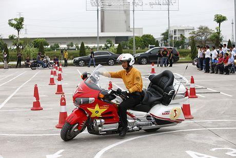 Xem cac biker cuoi mo to khung luyen tay lai - Anh 2