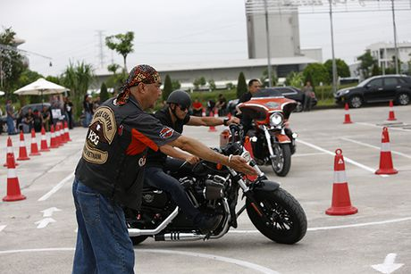 Xem cac biker cuoi mo to khung luyen tay lai - Anh 3