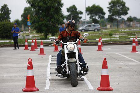 Xem cac biker cuoi mo to khung luyen tay lai - Anh 4