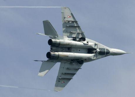 Che NATO, Serbia cho xe tang va chien dau co Nga - Anh 1