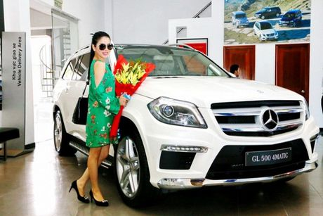 Le Quyen khang dinh thuong hieu 'nu dai gia' khi tau sieu xe Bentley tien ty - Anh 4
