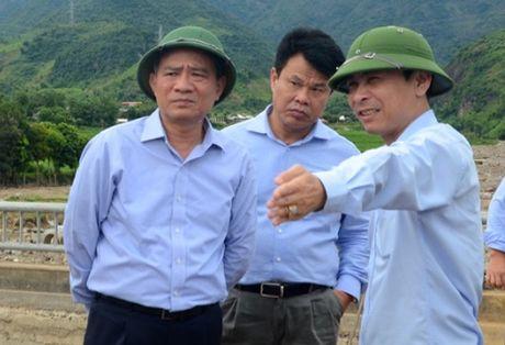 Bo GTVT dong hanh cung ba con vung lu - Anh 2