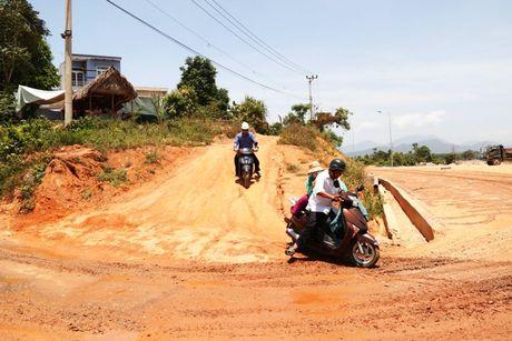 Cao toc Da Nang-Quang Ngai: Ngon ngang nut giao Tuy Loan vi vuong GPMB - Anh 13