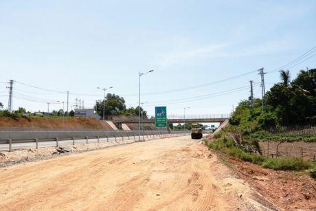 Cao toc Da Nang-Quang Ngai: Ngon ngang nut giao Tuy Loan vi vuong GPMB - Anh 4