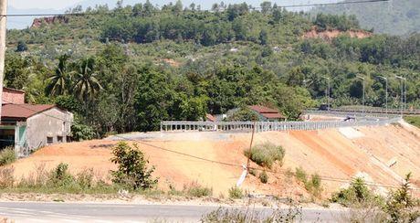 Cao toc Da Nang-Quang Ngai: Ngon ngang nut giao Tuy Loan vi vuong GPMB - Anh 7