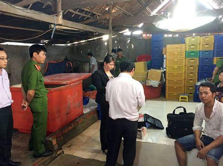 An Giang tieu huy khoang 400 kg cha ca ban co chua han the - Anh 1